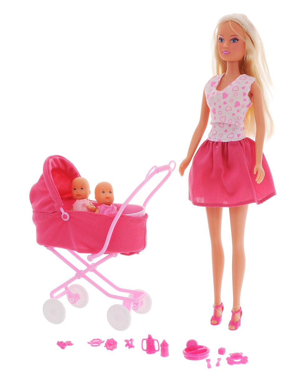 Simba Игровой набор с куклой Штеффи с коляской5738060, 10 573 8060Кукла Simba Штеффи с коляской надолго займет внимание вашей малышки и подарит ей множество счастливых мгновений. Кукла изготовлена из пластика, ее голова, ручки и ножки подвижны, что позволяет придавать ей разнообразные позы. В комплект входит коляска, две куколки детей и разнообразные аксессуары для них: соска, бутылочки, посуда и игрушки. Куколка одета в удобное и стильное платье, украшенное рисунком с сердечками. Наряд дополняют розовые босоножки. Чудесные длинные волосы куклы так весело расчесывать и создавать из них всевозможные прически, плести косички, жгутики и хвостики. Ручки, ножки и голова у куклы и пупсиков подвижные. Колеса у коляски крутятся, верх откидывается. Благодаря играм с куклой, ваша малышка сможет развить фантазию и любознательность, овладеть навыками общения и научиться ответственности, а дополнительные аксессуары сделают игру еще увлекательнее. Порадуйте свою принцессу таким прекрасным подарком!