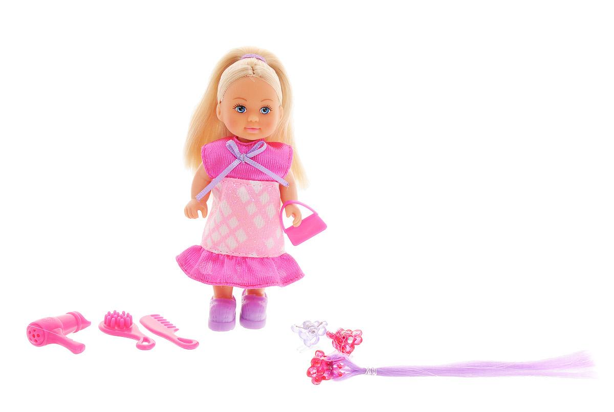 Simba Мини-кукла Еви Супер-волосы5733358Мини-кукла Simba Еви порадует любую девочку и надолго увлечет ее. Малышка Еви одета в блестящее розовое платье с воланом. Вашей дочурке непременно понравится заплетать длинные волосы куклы, придумывая разнообразные прически. Можно вплести в волосы куколки дополнительную сиреневую прядь на заколке. В комплекте с куклой прилагаются аксессуары: расчески, заколки, фен и сумочка. Руки, ноги и голова куклы подвижны, благодаря чему ей можно придавать разнообразные позы. Игры с куклой способствуют эмоциональному развитию, помогают формировать воображение и художественный вкус, а также разовьют в вашей малышке чувство ответственности и заботы. Великолепное качество исполнения делают эту куколку чудесным подарком к любому празднику.