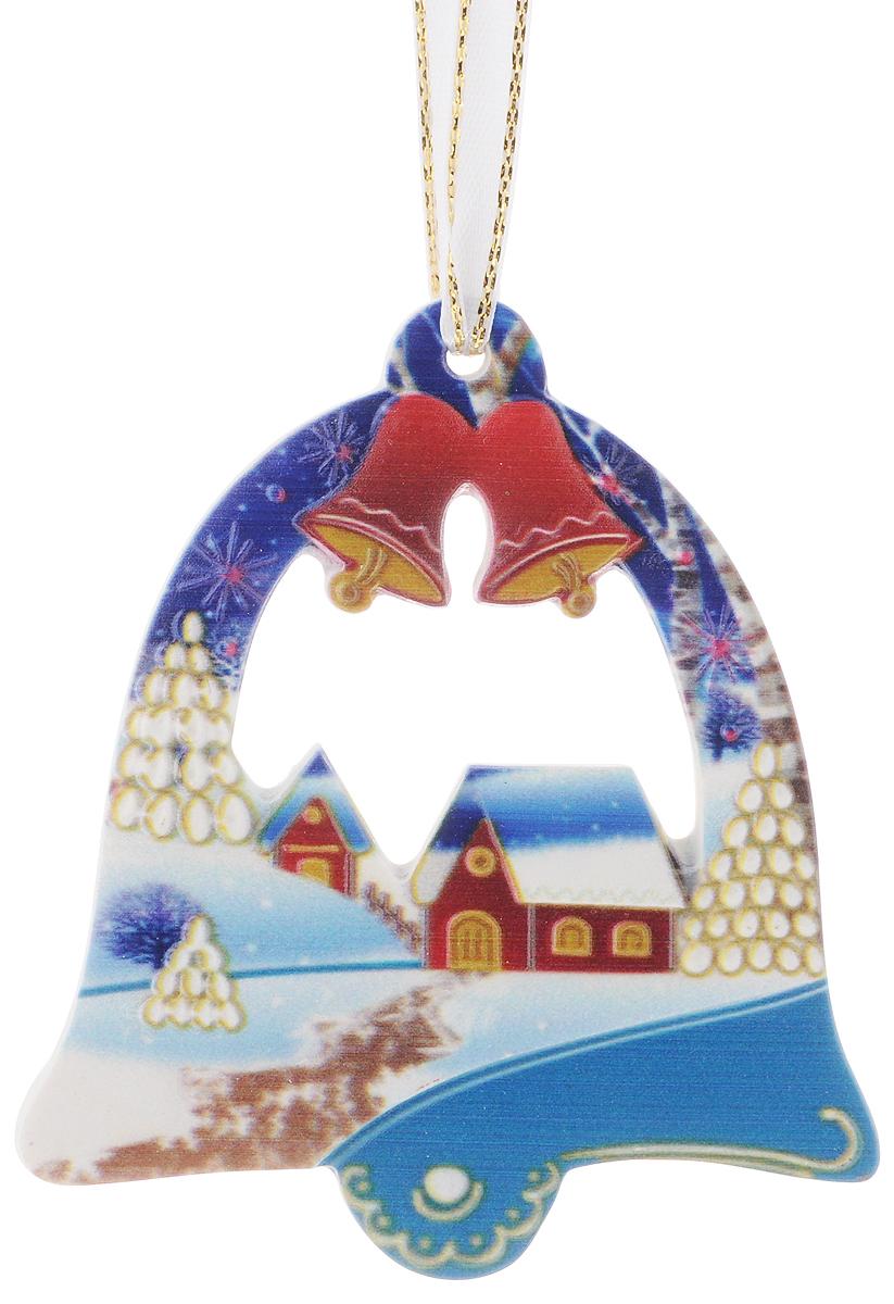 Украшение новогоднее подвесное Magic Time, 8 х 9 см41769Новогоднее подвесное украшение Magic Time выполнено из полирезина в виде колокольчика с изображением зимней деревни. С помощью специальной петельки украшение можно повесить в любом понравившемся вам месте. Но, конечно, удачнее всего оно будет смотреться на праздничной елке. Елочная игрушка - символ Нового года. Она несет в себе волшебство и красоту праздника. Создайте в своем доме атмосферу веселья и радости, украшая новогоднюю елку нарядными игрушками, которые будут из года в год накапливать теплоту воспоминаний.