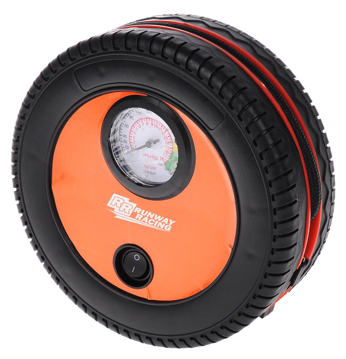 Компрессор автомобильный Runway Racing, 12В. RR131RR131Компрессор Runway Racing подходит для автомобильных и велосипедных шин, для матрасов и лодок и других надувных изделий из резины. Он мощный, компактный и удобный в использовании. Компрессор выполнен из прочного пластика в виде колеса. Шланг и кабель питания убираются в кабель, что обеспечивает компактное хранение изделия. Питается компрессор от автомобильной сети 12В. В комплекте насадки для накачивания различных резиновых предметов. Максимальное давление: 250 PSI (17 атм). Производительность: 18 л/мин. Вольтаж 12В. Время накачивания стандартной шины: 8 минут.