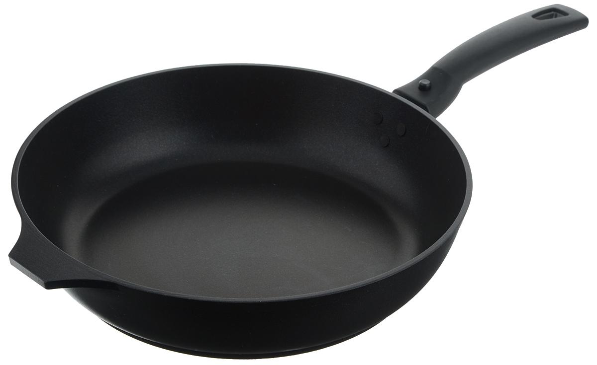 Сковорода Традиция Kukmara, с антипригарным покрытием, со съемной ручкой, цвет: черный, диаметр 26 смС263аСковорода Традиция Kukmara изготовлена из литого алюминия с антипригарным покрытием. Пища на такой сковороде не пригорает и не липнет к поверхности, блюда получаются с аппетитной корочкой, готовятся равномерно, быстро и вкусно. Внешнее покрытие - термостойкое. Литой корпус не подвержен деформации, специально утолщенное дно повышает прочность посуды. В производстве сковороды не используется PFOA. Можно пользоваться металлическими аксессуарами. Изделие снабжено прочной бакелитовой ручкой эргономичной формы. Может использоваться на всех типах плит, кроме индукционных. Можно мыть в посудомоечной машине. Диаметр (по верхнему краю): 26 см. Высота стенки: 6,5 см. Толщина стенки: 5 мм. Толщина дна: 6 мм. Длина ручки: 16,5 см.