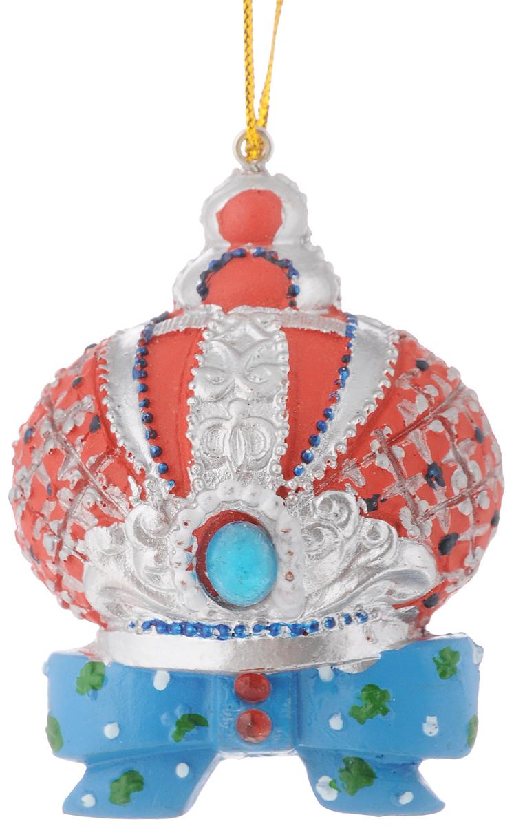 Украшение новогоднее подвесное Феникс-Презент Корона, высота 7 см42185Новогоднее украшение Феникс-Презент Корона отлично подойдет для декорации вашего дома и новогодней ели. Изделие выполнено из полирезины и оснащено специальной петелькой для подвешивания. Елочная игрушка - символ Нового года. Она несет в себе волшебство и красоту праздника. Создайте в своем доме атмосферу веселья и радости, украшая всей семьей новогоднюю елку нарядными игрушками, которые будут из года в год накапливать теплоту воспоминаний. Размер украшения: 5 х 3,5 х 7 см.
