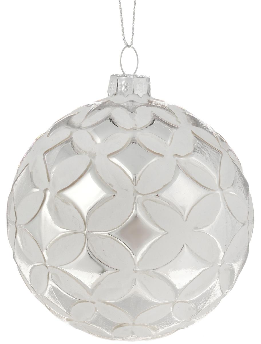 Украшение новогоднее подвесное Magic Time Серебряный сон, 8 см42338Новогоднее подвесное украшение Magic Time Серебряный сон выполнено из высококачественного стекла в форме шара и оформлено изящным рельефным рисунком. С помощью специальной петельки украшение можно повесить в любом понравившемся вам месте. Но, конечно, удачнее всего оно будет смотреться на праздничной елке. Елочная игрушка - символ Нового года. Она несет в себе волшебство и красоту праздника. Создайте в своем доме атмосферу веселья и радости, украшая новогоднюю елку нарядными игрушками, которые будут из года в год накапливать теплоту воспоминаний. Материал: стекло; Диаметр: 8 см.