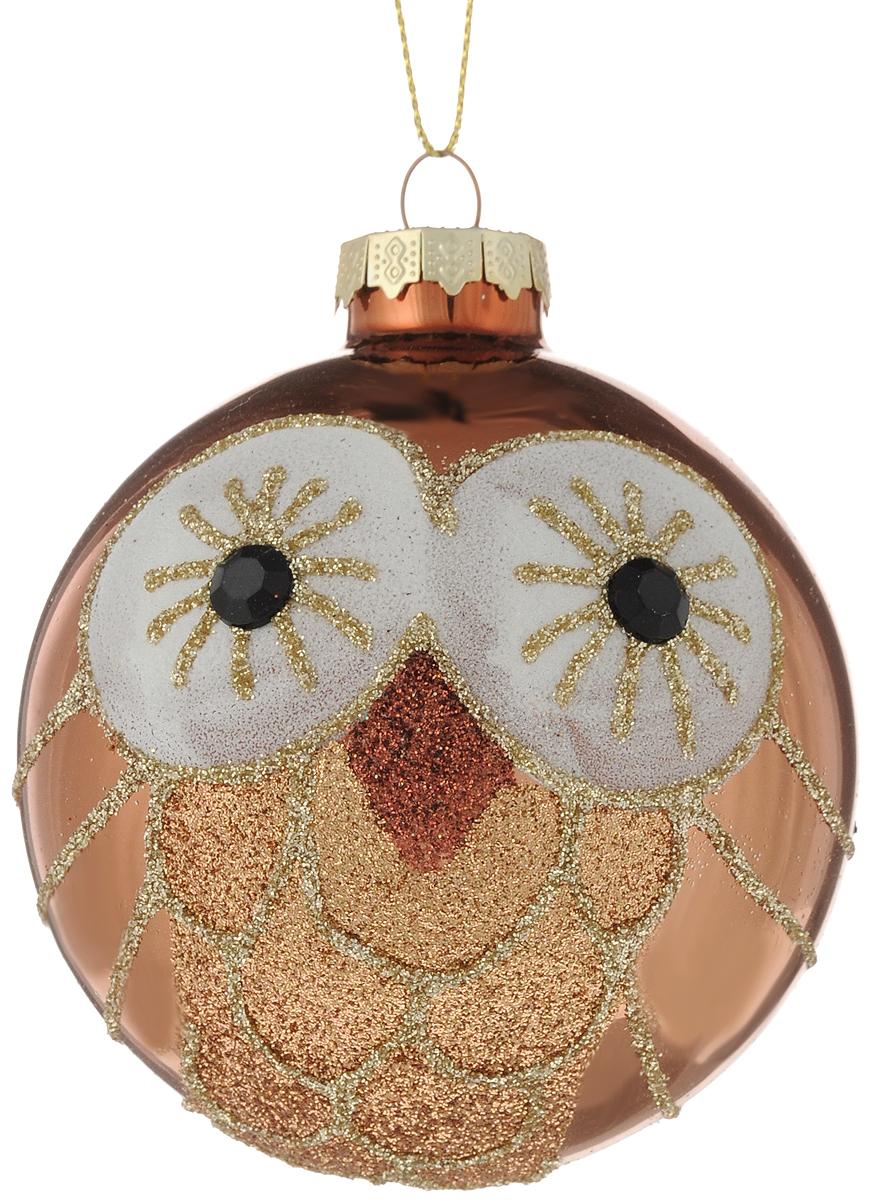 Украшение новогоднее подвесное Magic Time Волшебная сова, 8 см42347Новогоднее подвесное украшение Magic Time Волшебная сова выполнено из высококачественного стекла в форме шара и оформлено изящным рисунком с блестками. С помощью специальной петельки украшение можно повесить в любом понравившемся вам месте. Но, конечно, удачнее всего оно будет смотреться на праздничной елке. Елочная игрушка - символ Нового года. Она несет в себе волшебство и красоту праздника. Создайте в своем доме атмосферу веселья и радости, украшая новогоднюю елку нарядными игрушками, которые будут из года в год накапливать теплоту воспоминаний. Материал: стекло; Диаметр: 8 см.