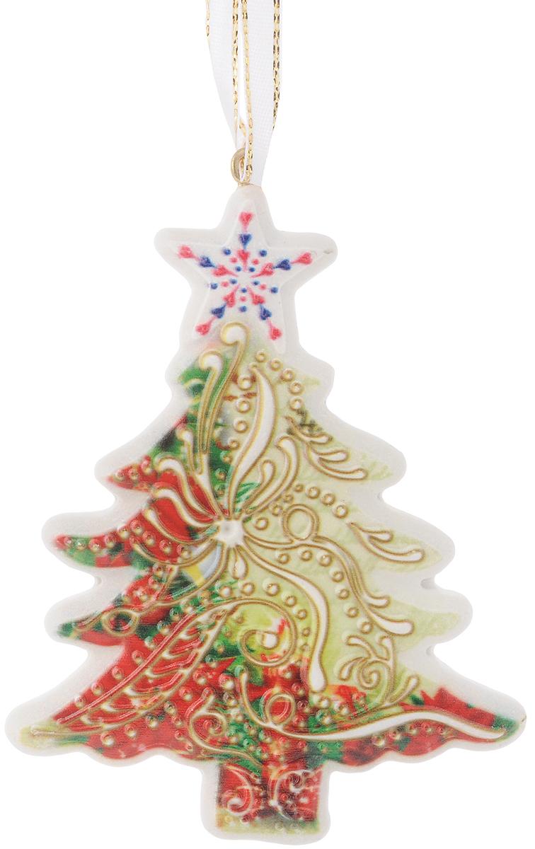 Новогоднее подвесное украшение Magic Time Елочка, 8,5 х 11 см41763Оригинальное новогоднее украшение Елочка выполнено из прочного материала. С помощью специальной петли украшение можно подвесить в любом понравившемся Вам месте. Но, конечно же, удачнее всего такая игрушка будет смотреться на праздничной елке. Новогодние украшения приносят в дом волшебство и ощущение праздника. Создайте в своем доме атмосферу веселья и радости, украшая всей семьей новогоднюю елку нарядными игрушками, которые будут из года в год накапливать теплоту воспоминаний. Материал: полирезина. Размер: 8,5 х 11 см.