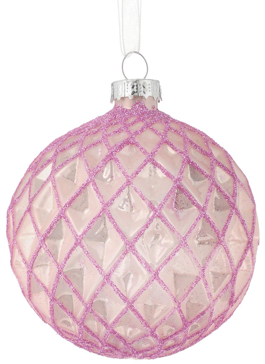 Украшение новогоднее подвесное Magic Time Розовый ромб, 8 см42344Новогоднее подвесное украшение Magic Time Розовый ромб выполнено из высококачественного стекла в форме шара и оформлено изящным рельефным рисунком с блестками. С помощью специальной петельки украшение можно повесить в любом понравившемся вам месте. Но, конечно, удачнее всего оно будет смотреться на праздничной елке. Елочная игрушка - символ Нового года. Она несет в себе волшебство и красоту праздника. Создайте в своем доме атмосферу веселья и радости, украшая новогоднюю елку нарядными игрушками, которые будут из года в год накапливать теплоту воспоминаний. Материал: стекло; Диаметр: 8 см.