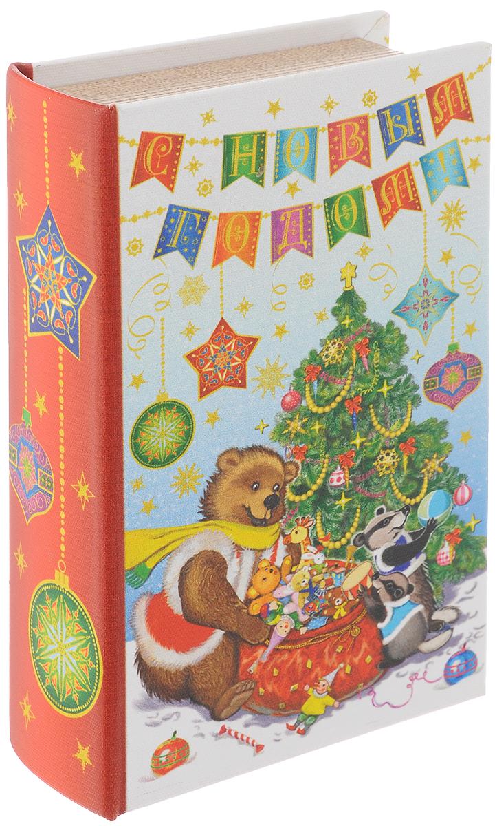 Шкатулка декоративная Феникс-Презент Медвежонок и еноты, 17 х 11 х 5 см41713Декоративная шкатулка Медвежонок и еноты выполнена из МДФ и оформлена ярким принтом. Шкатулка закрывается при помощи магнита. Оригинальный дизайн и красочное исполнение создадут праздничное настроение. Такая шкатулка может использоваться для хранения бижутерии, в качестве украшения интерьера, а также послужит хорошим подарком на Новый год. Размер: 17 х 11 х 5 см