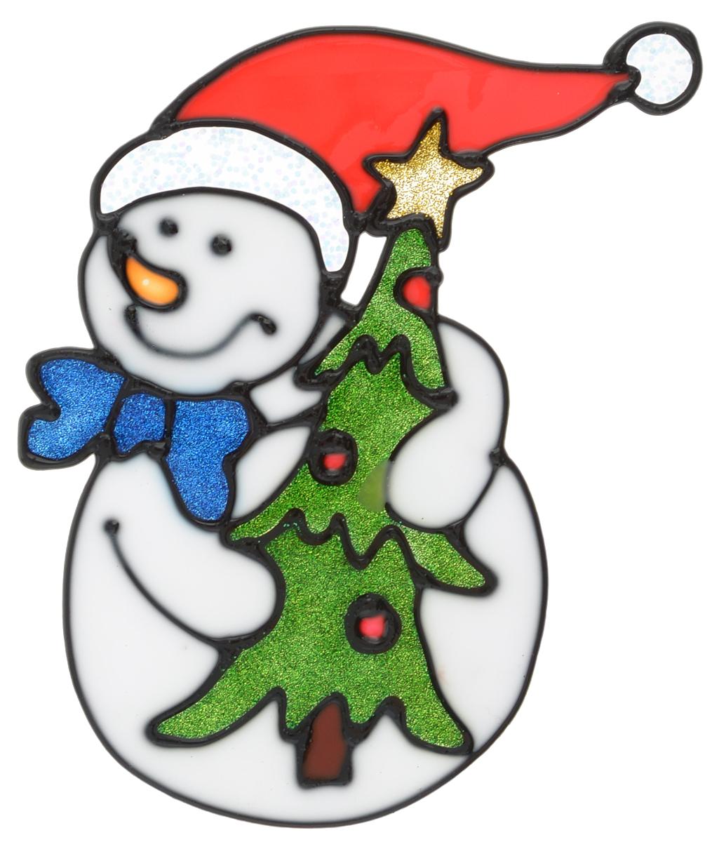 Наклейка на окно Erich Krause Ловкий снеговик, 13,5 х 11 см38505Наклейка на окно Erich Krause Ловкий снеговик выполнена в виде снеговика с елочкой. С помощью больших витражных наклеек на окно Erich Krause можно составлять на стекле целые зимние сюжеты, которые будут радовать глаз, и поднимать настроение в праздничные дни! Так же Вы можете преподнести этот сувенир в качестве мини-презента коллегам, близким и друзьям с пожеланиями счастливого Нового Года! Размер наклейки: 13,5 х 11 см