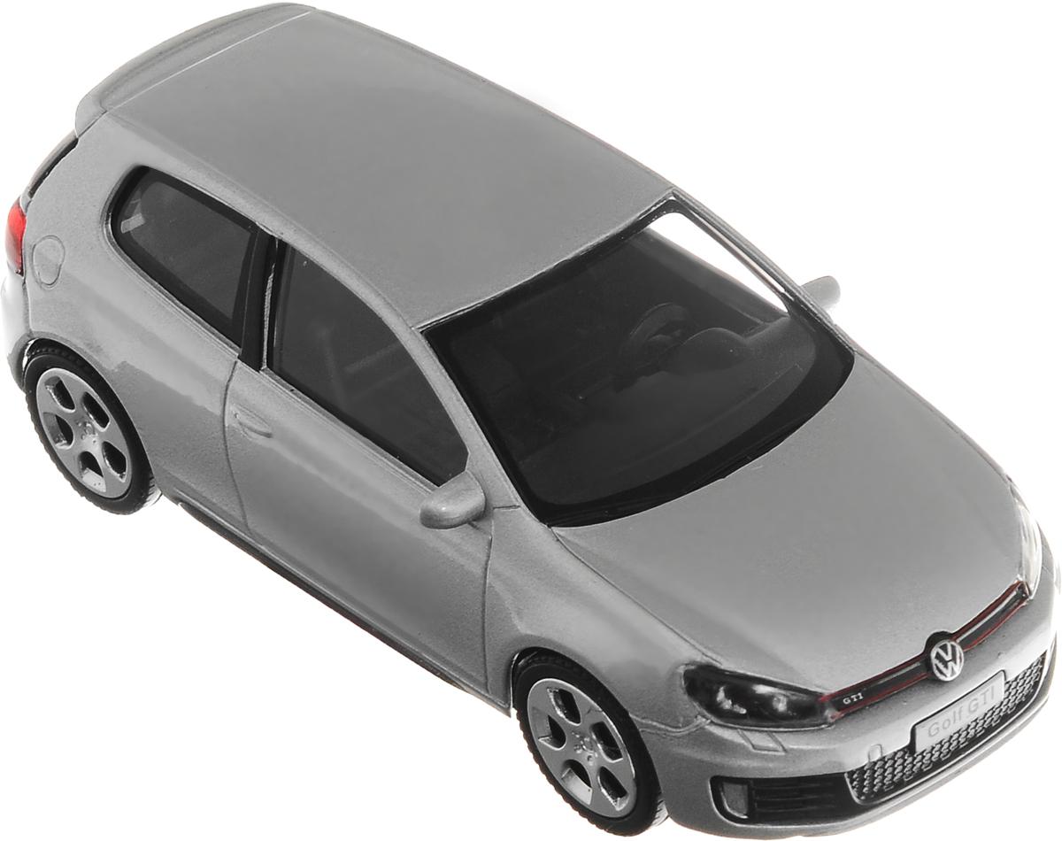 Рыжий Кот Модель автомобиля Volkswagen Golf GTIИ-1192_серебристыйМодель автомобиля Рыжий Кот Volkswagen Golf GTI будет отличным подарком как ребенку, так и взрослому коллекционеру. Благодаря броской внешности, а также великолепной точности, с которой создатели этой модели масштабом 1:43 передали внешний вид настоящего автомобиля, машинка станет подлинным украшением любой коллекции авто. Машинка будет долго служить своему владельцу благодаря металлическому корпусу с элементами из пластика. Модель автомобиля Рыжий Кот Volkswagen Golf GTI обязательно понравится вашему ребенку и станет достойным экспонатом любой коллекции.