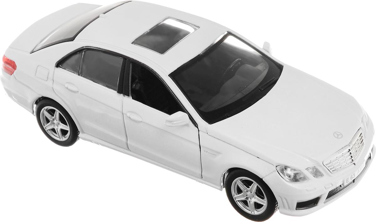Рыжий Кот Модель автомобиля Mercedes-Benz E63 AMGИ-1225_белыйМодель автомобиля Рыжий Кот Mercedes-Benz E63 AMG будет отличным подарком как ребенку, так и взрослому коллекционеру. Благодаря броской внешности, а также великолепной точности, с которой создатели этой модели масштабом 1:32 передали внешний вид настоящего автомобиля, машинка станет подлинным украшением любой коллекции авто. Машинка будет долго служить своему владельцу благодаря металлическому корпусу с элементами из пластика. Передние двери машины открываются. Прорезиненные шины обеспечивают отличное сцепление с любой поверхностью пола. Машинка оснащена инерционным механизмом: достаточно немного отвести машинку назад, а затем отпустить, и она быстро поедет вперед. Модель автомобиля Рыжий Кот Mercedes-Benz E63 AMG обязательно понравится вашему ребенку и станет достойным экспонатом любой коллекции.