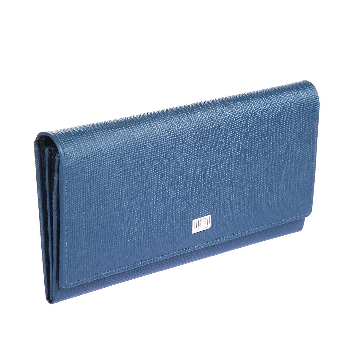 Портмоне женское Mano, цвет: синий. 20150 Franzi blue20150 Franzi blueЗакрывается широким клапаном на кнопке внутри два отделения для купюр отделение для мелочи на молнии два кармана для бумаг девятнадцать кармашков для пластиковых карт сетчатый карман снаружи на задней стенке два кармана, один из них на молнии