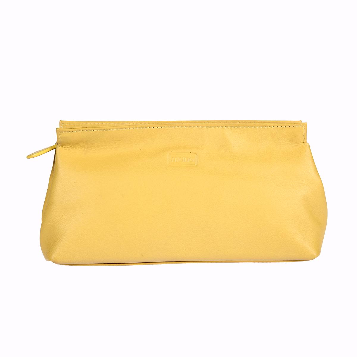 Косметичка Mano, цвет: желтый. 13422 SETRU13422 SETRU yellowКосметичка Mano выполнена из натуральной текстурной кожи и оформлена тисненой надписью с названием бренда. Внутри расположено одно вместительное отделение для косметики, которое закрывается на застежку-молнию. Изделие упаковано в фирменную коробку.
