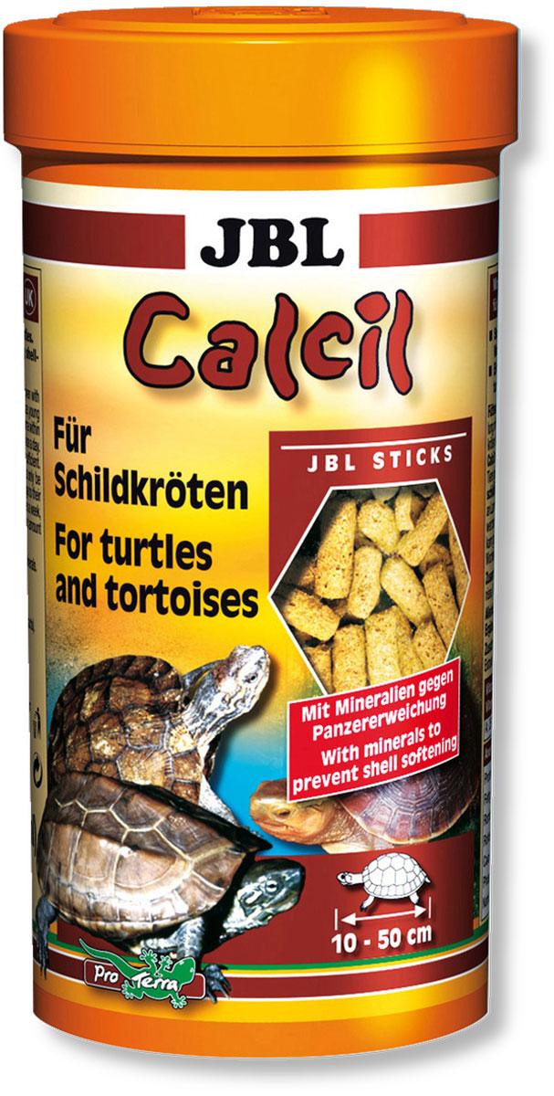 Корм JBL Calcil для черепах, в форме палочек, 250 мл (100 г)JBL7029200Корм JBL Calcil содержит минеральные добавки с кальцием, которые способствуют росту здорового панциря у черепах. Наличие полезного рыбьего протеина и удобная форма палочек обеспечили заслуженный успех у черепах. Водные черепахи: корм JBL Calcil может даваться попеременно с другими кормами. При этом молодые, еще растущие черепахи, должны получать ежедневно столько корма JBL Calcil, сколько может быть съедено за 10 минут. Взрослые черепахи получают 2-3 кормления в неделю в аналогичном объеме. Сухопутные черепахи: В связи с высоким содержанием протеина корм должен даваться черепахам, как здоровое лакомство в качестве растительной добавки к основной пище. Основное правило: молодым черепашкам 3-4 раза в неделю, взрослым 1 раз в неделю. Необходимое количество размягчить в воде и затем высыпать. Основной корм для водных черепах, дополнительный корм для сухопутных черепах. Состав: витамин А 25000 i.E., витамин D3 2000 i.E., витамин Е 330 мг., витамин С...