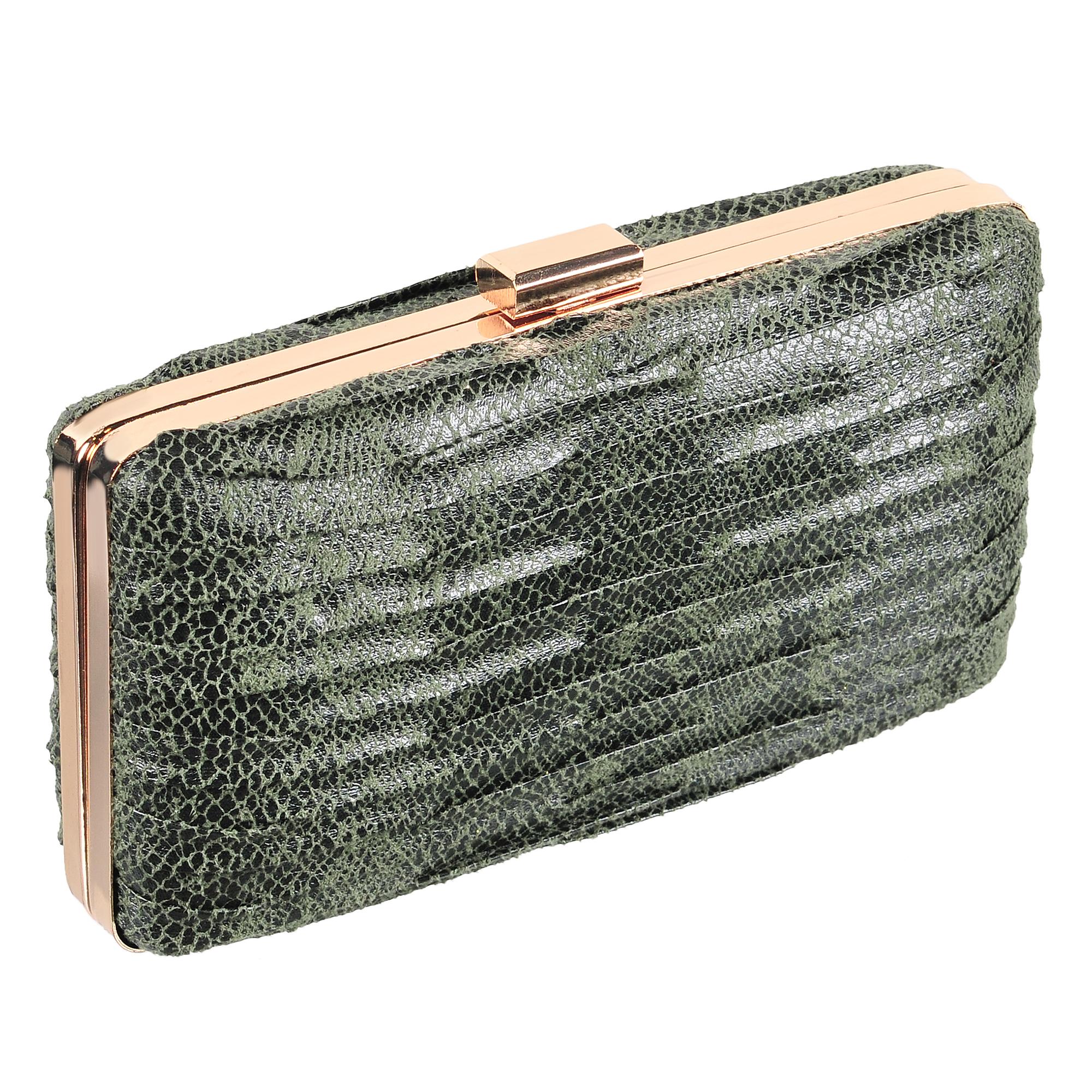 Клатч женский Модные истории, цвет: зеленый. 3/0244/2433/0244/243Клатч закругленной прямоугольной формы с защелкивающимся металлическим замочком. Выполнен из искусственной замши. Декорирован золотистой фурнитурой. Одно отделение с подкладочной тканью. Имеется ремешок, который позволяет носить клатч на плече. Состав: искусственная кожа, металл. Размер: 17,5*9,5 см.