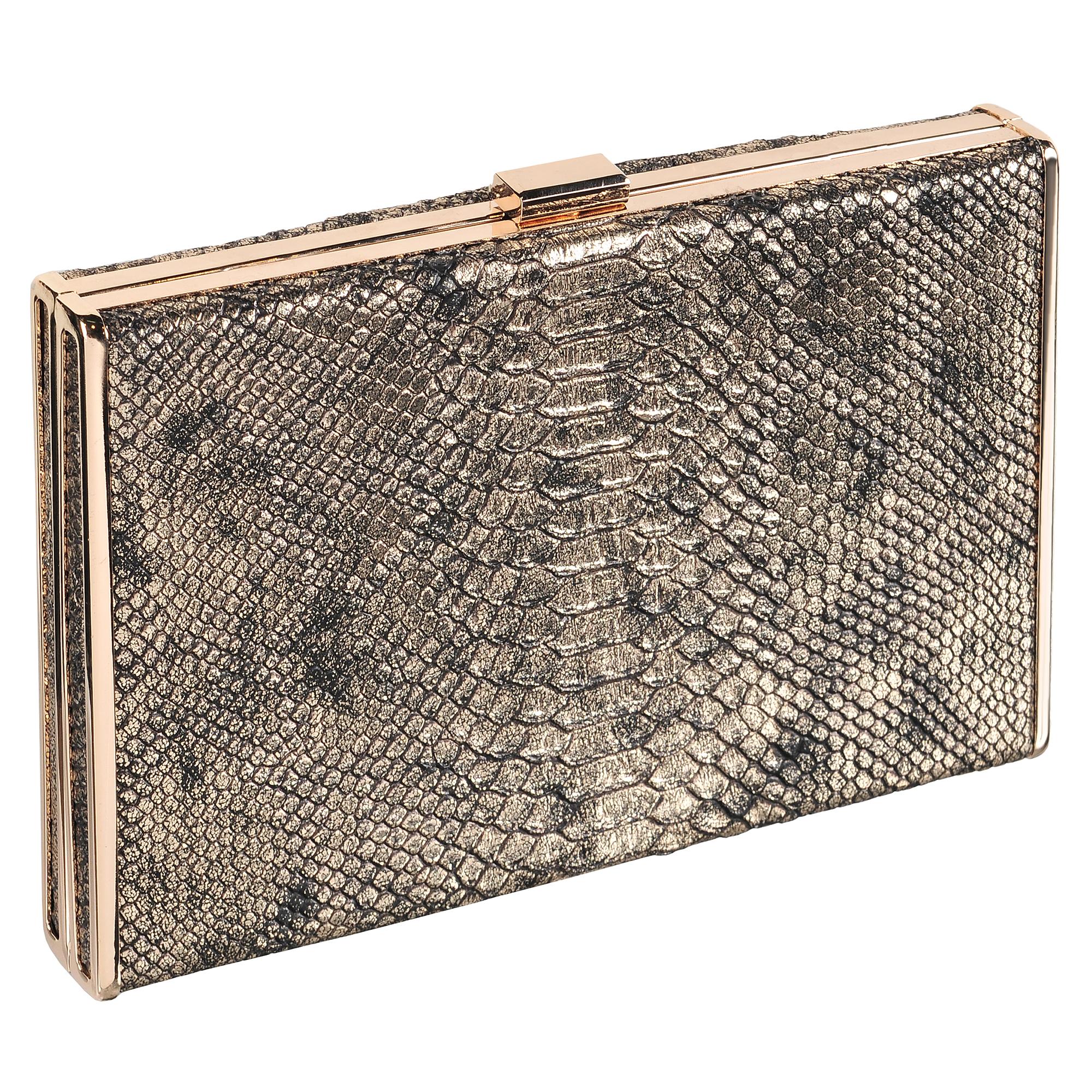 Клатч женский Модные истории, цвет: коричневый. 3/0243/0583/0243/058Клатч большого размера прямоугольной формы с защелкивающимся металлическим замочком. Выполнен из искусственной кожи под рептилию. Декорирован золотистой фурнитурой. Одно отделение с подкладочной тканью. Имеется ремешок, который позволяет носить клатч на плече. Состав: искусственная кожа, металл. Размер: 23*15 см.