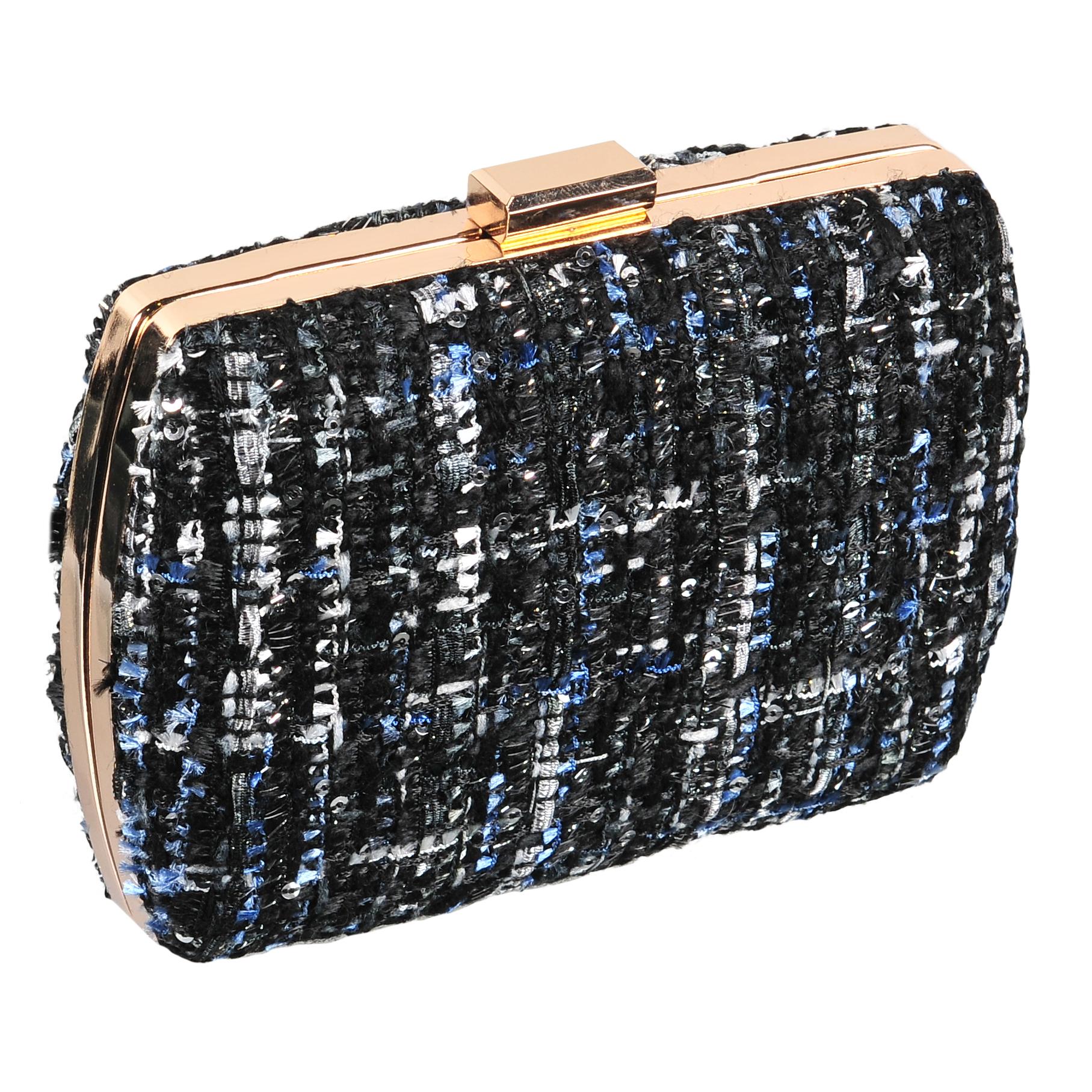 Клатч женский Модные истории, цвет: черный. 3/0241/0303/0241/030Клатч закругленной прямоугольной формы с защелкивающимся металлическим замочком. Выполнен из текстиля букле. Декорирован мелкими пайетками. Одно отделение с подкладочной тканью. Имеется ремешок, который позволяет носить клатч на плече. Состав: текстиль, металл. Размер: 14,8*10,2 см.