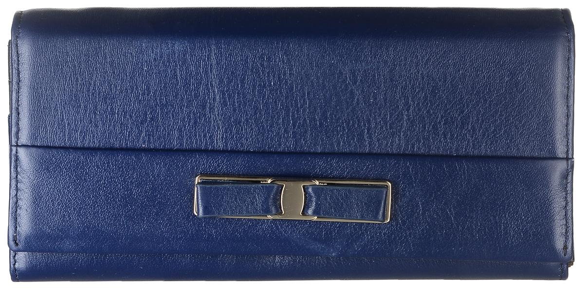 Кошелек женский Janes Story, цвет: темно-синий. PJ53-035-3-82PJ53-035-3-82Кошелек Janes Story выполнен из натуральной кожи зернистой текстуры и оформлен декоративным бантиком. На тыльной стороне расположен вместительный карман для мелочи на застежке-молнии. Изделие закрывается клапаном на кнопку. Внутри расположено шесть вместительных отделений для купюр, два из которых на молниях. Также внутри находится карман для мелких бумаг, карман на молнии для мелочи и пять вертикальных карманов для визитных и дисконтных карт, один из которых с прозрачным окошком. Изделие упаковано в фирменную коробку.