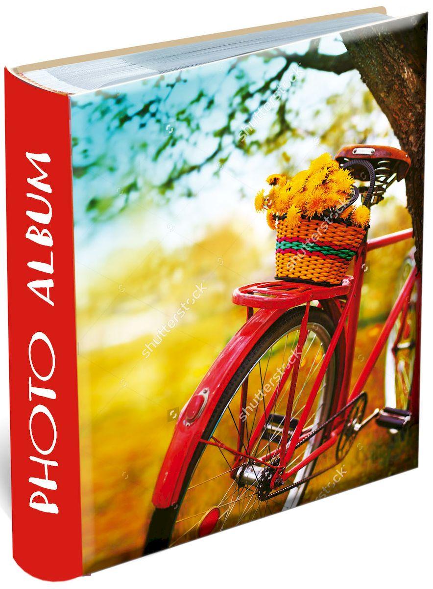 Фотоальбом Magic Home Путешествуй!, 200 фотографий, 10 х 15 см41298Фотоальбом Magic Home Путешествуй! сохранит моменты ваших счастливых мгновений на своих страницах! Обложка альбома выполнена из плотного картона и оформлена оригинальным рисунком. Внутренний блок содержит 50 листов на 200 фотографий форматом 10 х 15 см. Страницы скреплены книжным клееным переплетом и выполнены из бумаги с кармашками-держателями из ПВХ. Рядом с кармашками имеются поля для записей. Нам всегда так приятно вспоминать о самых счастливых моментах жизни, запечатленных на фотографиях. Поэтому фотоальбом является универсальным подарком к любому празднику. Вашим родным, близким и просто знакомым будет приятно помещать фотографии в этот альбом. Количество листов: 50 шт.