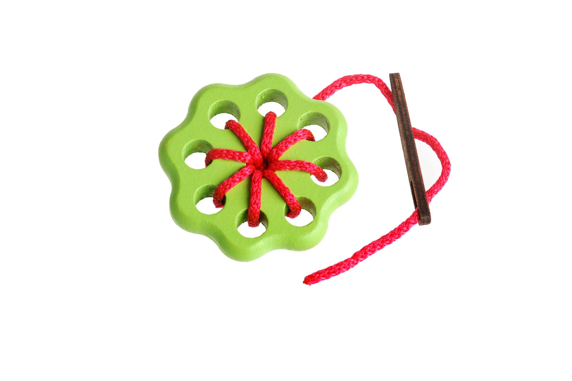 Томик Шнуровка Цветок 1610-3Забавная шнуровка для раннего развития Вашего ребенка. 100% натуральные материалы, непередаваемый запах дерева