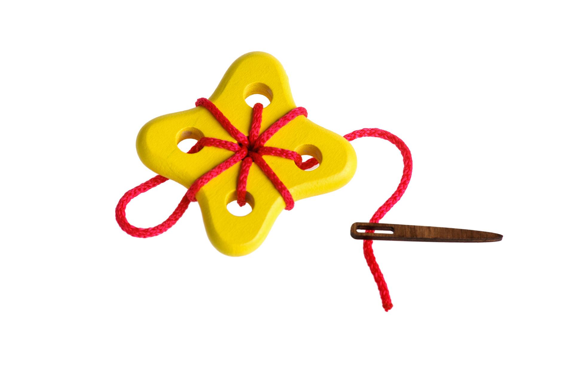 Томик Шнуровка Цветок 3610-5Забавная шнуровка для раннего развития Вашего ребенка. 100% натуральные материалы, непередаваемый запах дерева