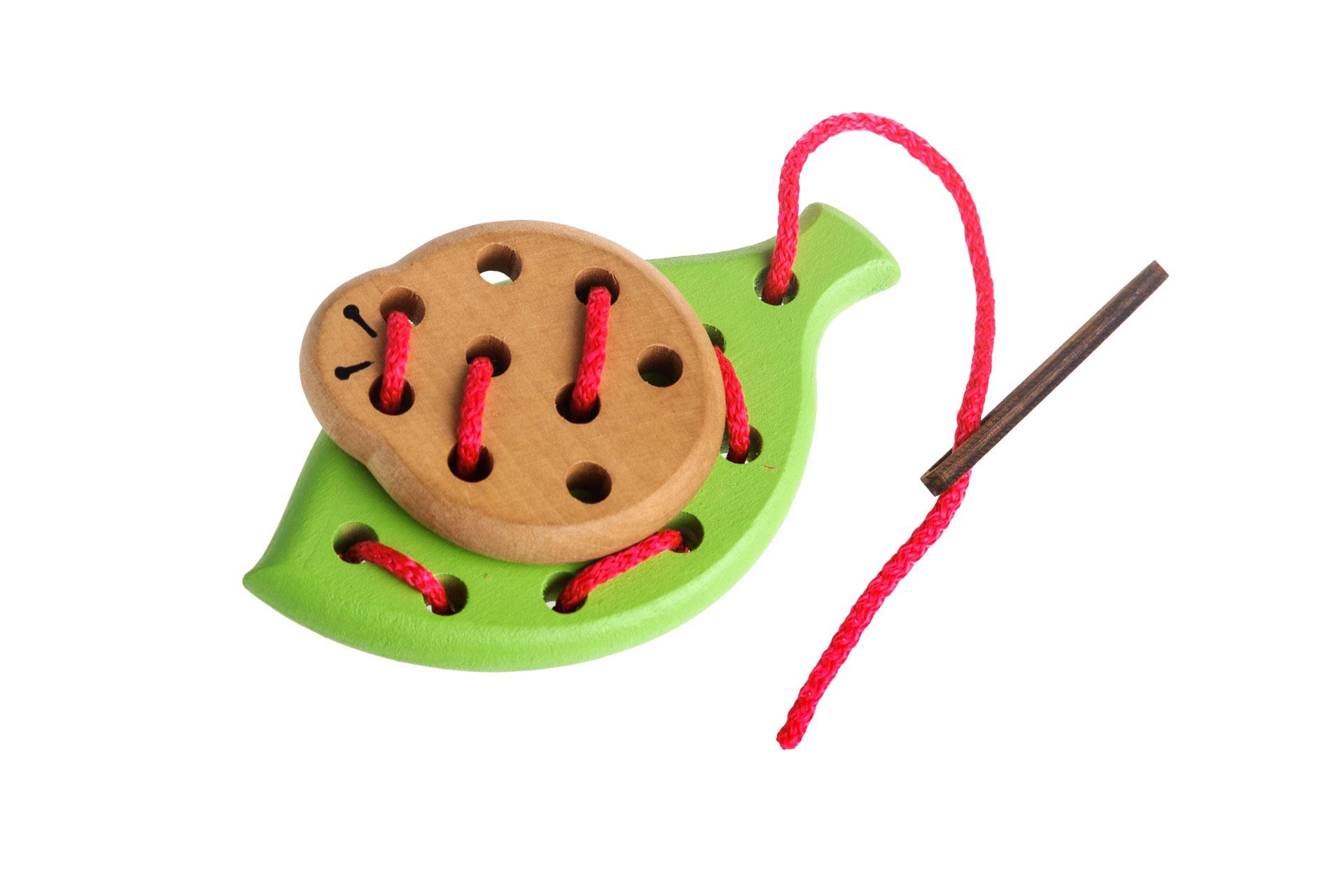 Томик Шнуровка Лето612-2Забавная шнуровка для раннего развития Вашего ребенка. 100% натуральные материалы, непередаваемый запах дерева