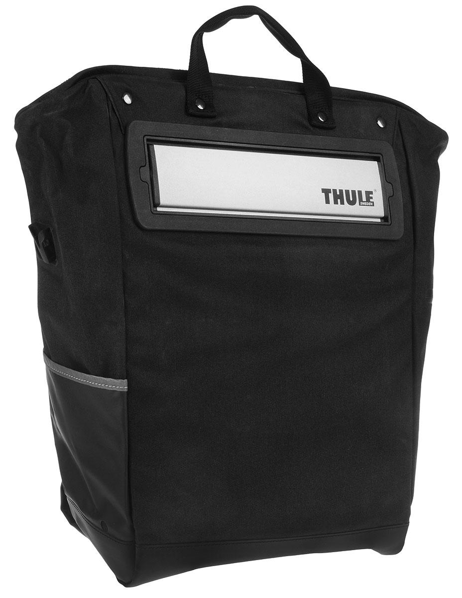Сумка велосипедная Thule Tote, цвет: черный, серый, 23,5 л100002Велосипедная сумка Thule Tote выполнена из высококачественных материалов в городском стиле. Легко трансформируется в повседневную сумку. Сумка имеет одно главное отделение, которое позволяет удобно помещать крупные вещи. Изделие оснащено удобными ручками и регулируемым ремнем через плечо. Система крепления проста в использовании, безопасна и имеет малый уровень вибрации. Крепления-невидимки легко отщелкиваются для максимального удобства при переноске без велосипеда. По бокам сумки расположен карман без застежки и карман на молнии для хранения наплечного ремня. Светоотражающие полоски повышают заметность на дороге в темное время суток. Сумку можно установить с любой стороны велосипеда. Она подходит к большинству видов багажника.