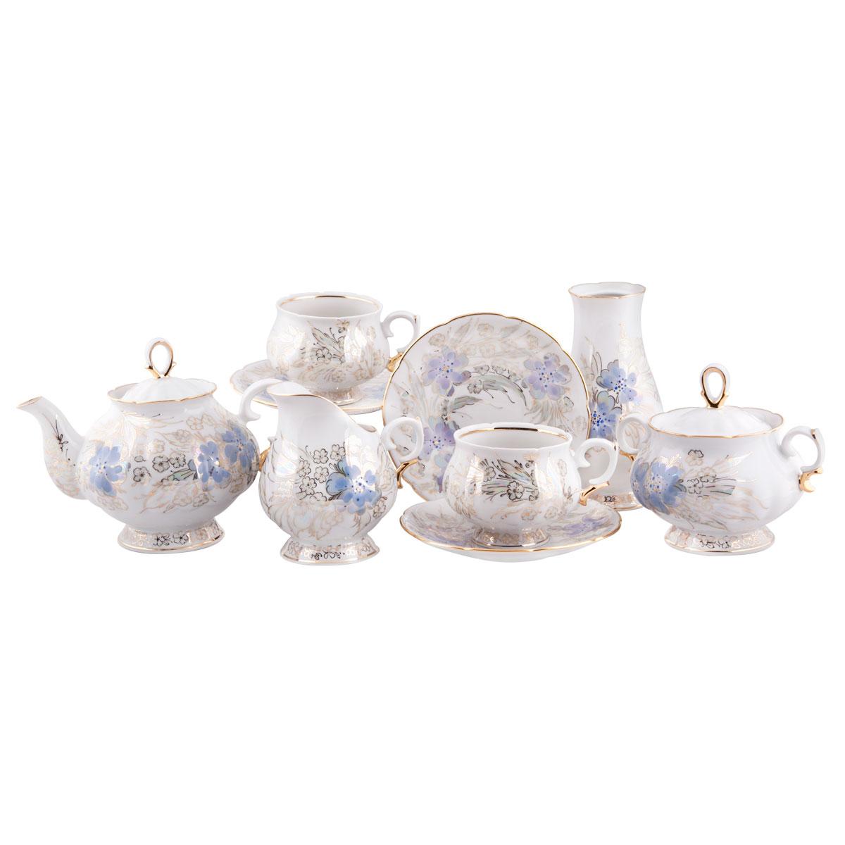 Сервиз чайный Башфарфор Людмила, 16 предметовСЧН 01.15Ж103Сервиз чайный из белого фарфора рассчитан на 6 персон. Тонкий белый фарфор.Скромный, но очень нежный и романтичный сервиз, создающий настроение. Удобная, практичная, легкая посуда, подходит и для особых случаев и на каждый день.В состав набора входит: чашка 250мл 6 шт, блюдце 14,5см 6 шт, сахарница 300мл 1шт, чайник 600мл 1 шт, Молочник 250мл 1шт, ваза 1шт.