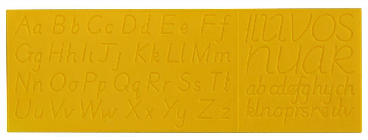Testplay Тренажер для письма по английскому языкуТ-0091Тренажер для письма Testplay по английскому языку - это простое и в то же время эффективное пособие для овладения навыком письма. Известно, что именно обучение письму часто труднее всего дается ребенку, а потому такие пособия крайне полезны. Тренажер представляет собой пластмассовую пластину, на обе стороны которой нанесены буквы и их элементы в виде сенсорных дорожек с рельефным дном. Ребенок ставит ручку на дорожку и обводит букву прямо на пластине. При этом рука сама идёт по нужному контуру и запоминает правильное написание буквы. Это отличает работу с пластиной, от простой обводки букв в тетрадях. Ведь если рука плохо слушается, то и просто обвести букву сложно. После того, как ребенок обведет букву на пластине 3-4 раза, нужно воспроизвести ее в тетради 4-5 раз.
