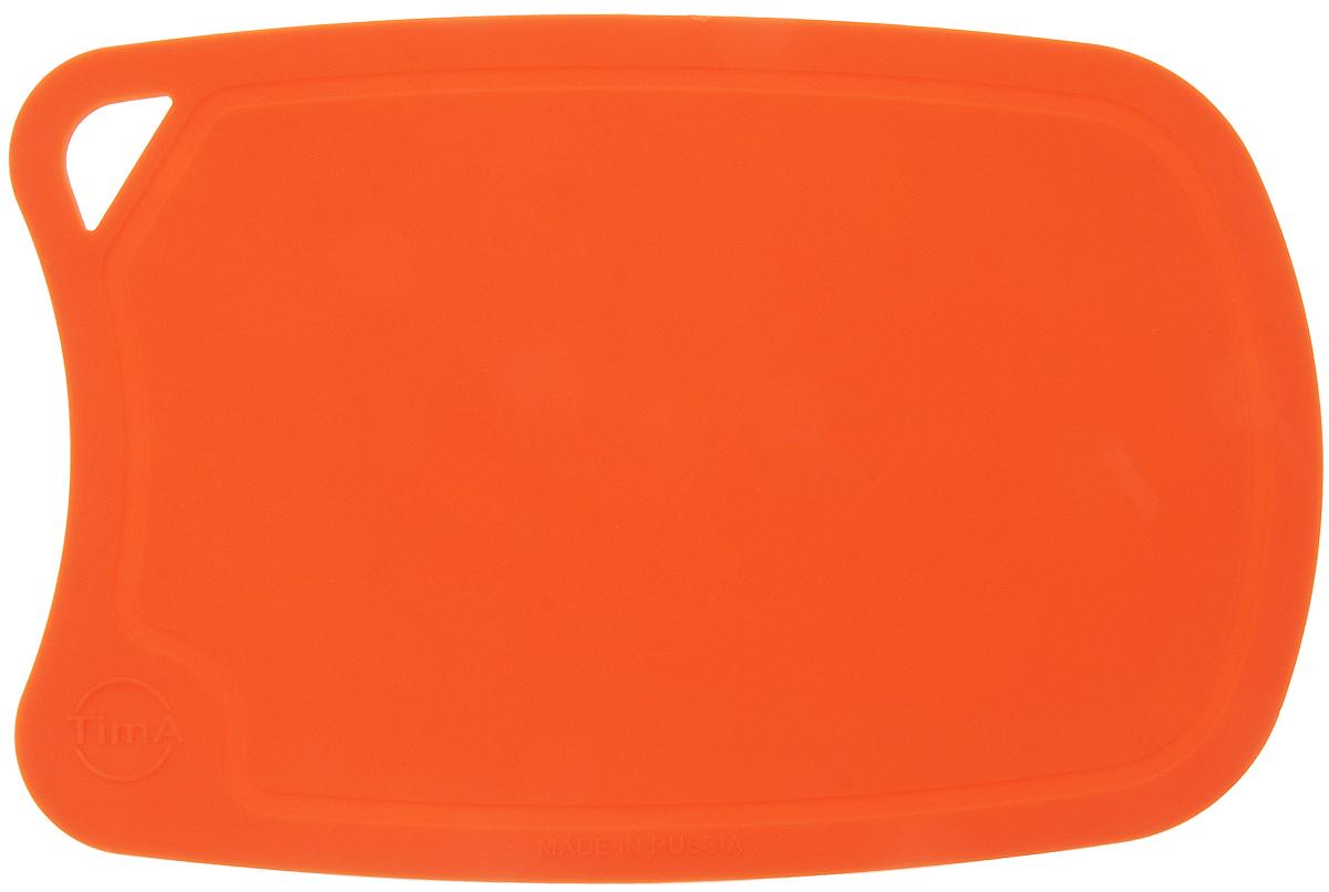 Доска разделочная TimA, цвет: оранжевый, 28 х 19 смДРГ-2819_оранжевыйГибкая разделочная доска TimA, изготовленная из высококачественного полиуретана, займет достойное место среди аксессуаров на вашей кухне. Благодаря гибкости, с доски удобно высыпать нарезанные продукты. Она не тупит металлические и керамические ножи. Не впитывает влагу и легко моется. Обладает исключительной прочностью и износостойкостью. Доска TimA прекрасно подойдет для нарезки любых продуктов.