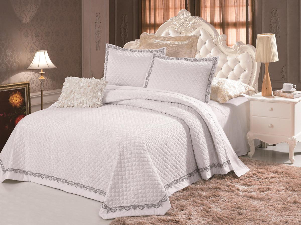 Комплект для спальни Cleo: покрывало 230 х 250 см, 2 наволочки 50 х 70 см, цвет: белый272/001-TFКомплект для спальни Cleo состоит из покрывала и двух наволочек. В коллекции используется самый износостойкий материал - полиэстер. Он выдерживает многократные стирки, сохраняет форму и цвет, не изнашивается. Ваша спальня будет всегда стильной и индивидуальной. Коллекция покрывал с наволочками Cleo - идеальный подарок на свадьбу, юбилей и любое торжество!