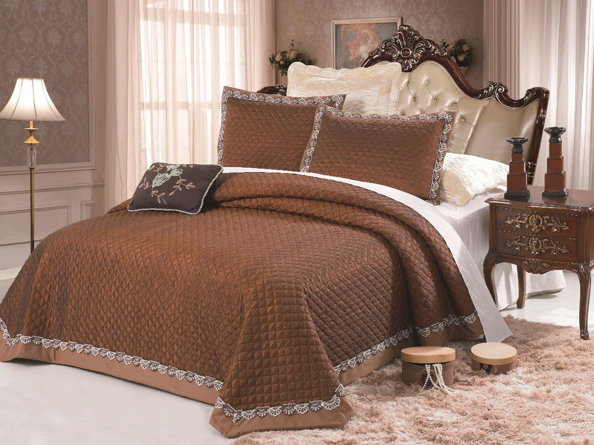 Комплект для спальни Cleo: покрывало 230 х 250 см, 2 наволочки 50 х 70 см, цвет: коричневый272/004-TFИзысканный комплект для спальни состоит из покрывала и двух наволочек. Изделия выполнены из высококачественного полиэстера, легкие, прочные и износостойкие. Полиэстер - это вид ткани, который состоит из полиэфирных волокон. Ткани из полиэстера - легкие, прочные и износостойкие. Свойства полиэстера: - не мнется. - легко стирается. - после стирки быстро сохнет. - не растягивается и не садится. Размер покрывала: 230 х 250 см. Размер наволочки: 50 х 70 см.