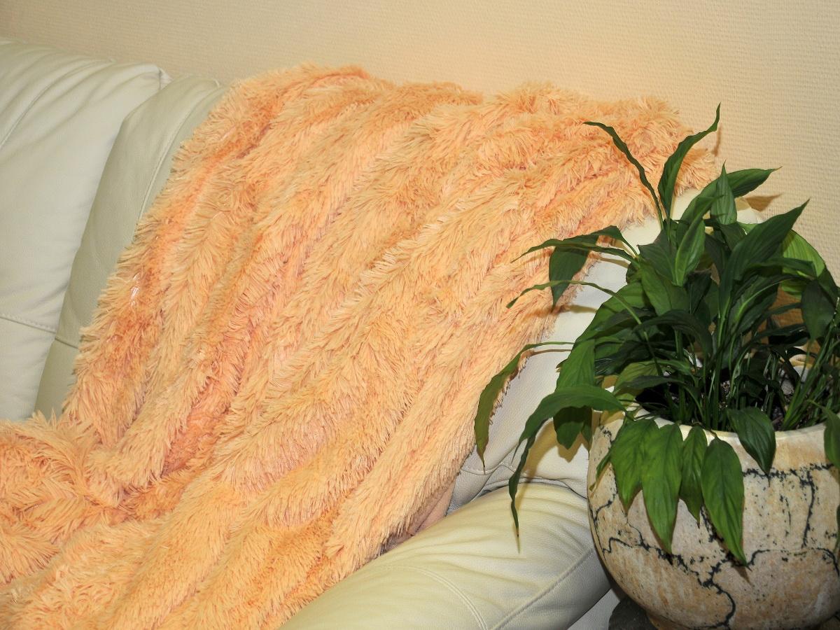 Покрывало Cleo Конфетти, цвет: персиковый, 220 x 240 см215/005-pvКрасивые, яркие, легкие и в меру объемные покрывала - они становятся настоящим украшением, завершающим штрихом интерьера, который преображает помещение, делая его уютным и комфортным. Состав этой коллекции - искусственный мех (акрил). Покрывало универсально в использовании. Такое покрывало прослужит много лет, радуя вас и ваших близких изначальной яркостью своих красок.
