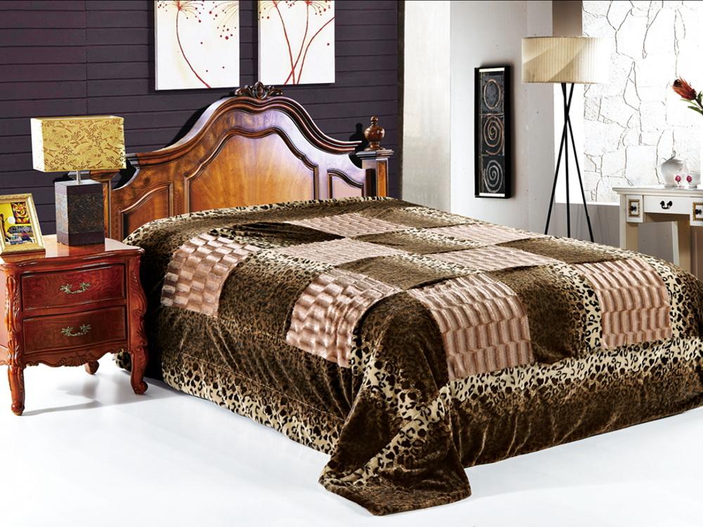 Покрывало Cleo Регаль, цвет: коричневый, 220 x 240 см210/05-DZКрасивые, яркие, легкие и в меру объемные покрывала - они становятся настоящим украшением, завершающим штрихом интерьера, который преображает помещение, делая его уютным и комфортным. Состав этой коллекции - искусственный мех (акрил). Покрывало универсально в использовании. Такое покрывало прослужит много лет, радуя вас и ваших близких изначальной яркостью своих красок.