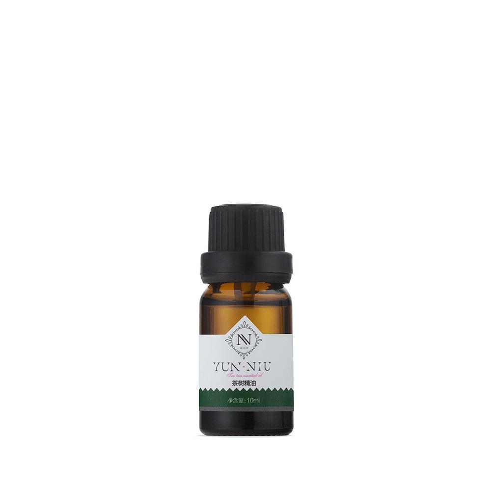 Масло чайного дерева Yun-Niu (Tea Tree Essential), 10 мл.220018Восстанавливающее и защищающее средство( масло). 10 мл Назначение Уникальный природный антисептик, обладающий мощным бактерицидным, противогрибковым и противовирусным действием. Масло чайного дерева эффективно очищает кожу лица, регулирует баланс жирности кожи, обладает оздоровительным и тонизирующим эффектом. Наносится непосредственно на кожу лица. Глубина воздействия и бактерицидные свойства подтверждены испытаниями Юньнаньского исследовательского института гомеопатических средств Академии Наук КНР. Это масло содержит более 40 полезнейших органических компонентов, чайное дерево имеет бактерицидное и противовирусное действие и поможет справиться с дрожжевыми и грибковыми инфекциями. По сути, ему присущи свойства антибиотика с сильным иммуностимулирующим действием. Будучи сильным противовоспалительным средством, масло чайного дерева обеззараживает и заживляет раны и воспаления, воздействует на бородавки, понижает температуру тела при ОРВИ или гриппе, обладает болеутоляющими...