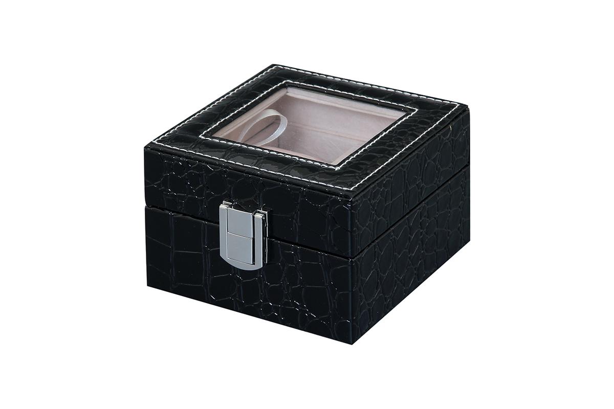 Шкатулка для хранения часов El Casa, цвет: черный, 11,5 х 11 х 7,5 см171469Шкатулка El Casa, выполненная из МДФ, предназначена для хранения часов. Внутри шкатулки 2 секции с подушечками. Снаружи шкатулка обтянута искусственной кожей с декоративным тиснением. Шкатулка закрывается на замок-защелку. Крышка изделия оформлена прозрачной вставкой. Классический элегантный дизайн делает такую шкатулку эффектным подарком как мужчине, так и женщине. Если вы привыкли бережно и аккуратно обращаться с каждой из своих вещей, то наверняка согласитесь, что прикроватная тумбочка или стеклянная полочка в ванной - не идеальное место для хранения наручных часов: их можно нечаянно уронить, а поутру в спешке и вовсе забыть, где они вчера были сняты. Простым и эффектным решением в этом случае станет элегантная шкатулка для часов. Изнутри она покрыта мягким и приятным на ощупь материалом. Он убережет помещенные в шкатулку часы от пыли, царапин и прочих механических повреждений.