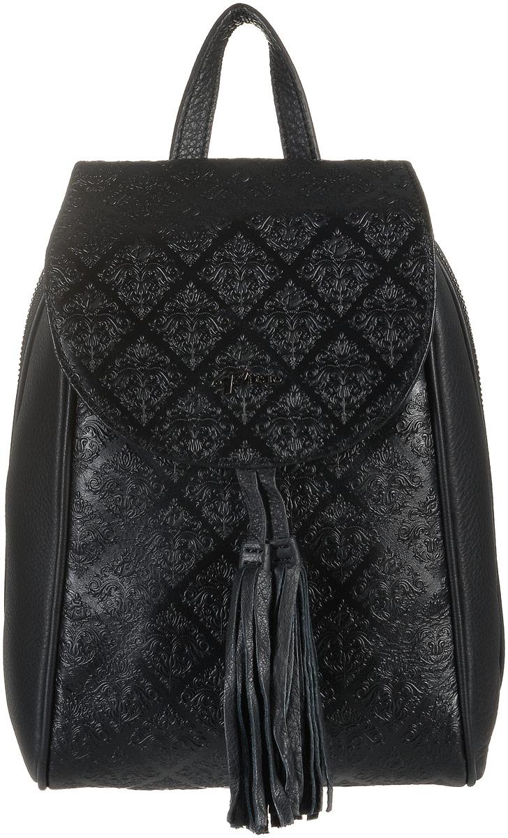 Рюкзак женский Piero, цвет: черный. 110416755110416755Стильный женский рюкзак Piero выполнен из высококачественной натуральной кожи и оформлен объемным тиснением. Изделие имеет два отделения, закрывающееся на металлическую застежку-молнию и клапан на магнитном замке. Отделение содержит прорезной карман на молнии и один открытый карман. Сзади модель дополнена прорезным карманом на застежки-молнии. Рюкзак оснащен удобными лямками регулируемой длины и ручкой для переноски в руке. Изделие дополнено подвесками с кисточками. Практичный и стильный аксессуар позволит вам завершить свой образ и быть неотразимой.
