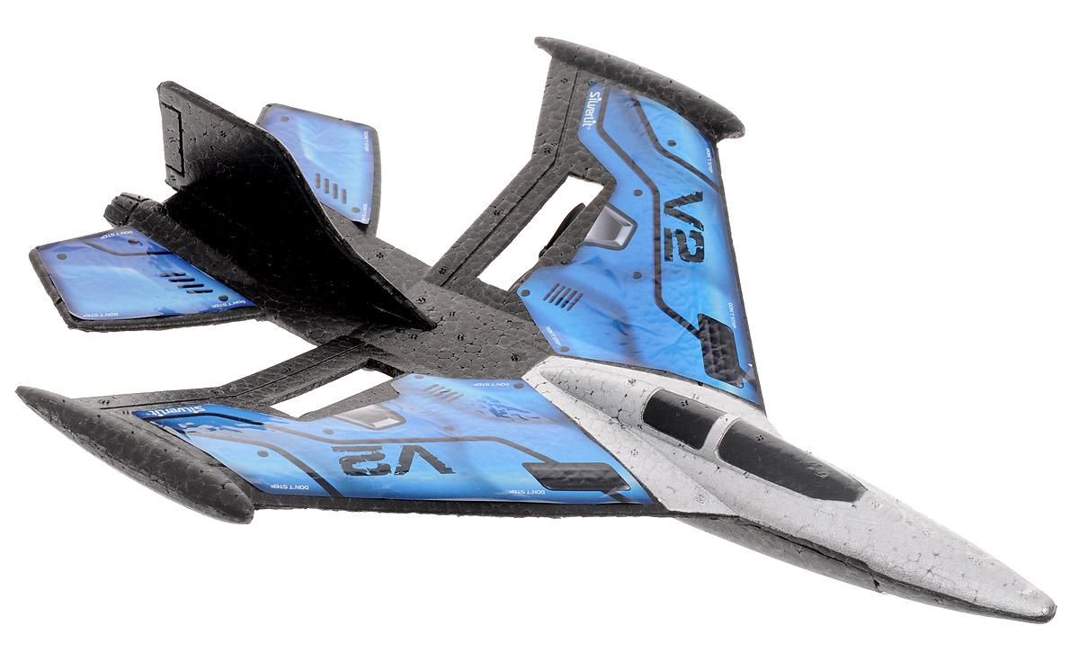 Silverlit Самолет на радиоуправлении X-Twin Jet цвет синий84743Кто из мальчишек не мечтал о радиоуправляемом самолете? Взяв один раз его в руки, невозможно оторваться от увлекательной игры - чувствовать, как от ваших действий зависит полет истребителя, и задавать ему направление! Не только мальчишки, но и их папы будут рады поиграть с самолетом! Самолет на радиоуправлении Silverlit X-Twin Jet - это превосходная аэродинамическая форма, яркие цвета корпуса. Ваш домашний авиапарк пополнится действительно достойной новинкой! Управление самолетом осуществляется при помощи пульта управления. Управляемая дальность полета составляет порядка 50 метров. Двухканальное управление обеспечивает устойчивую связь модели и пульта управления без сбоев и помех. Прочный и гибкий материал, из которого выполнен корпус, легко выдержит падения с высоты, столкновения с деревьями и домами. Возможные движения самолета: взлет-снижение, поворот влево-вправо, удерживание высоты. Также возможен взлет с руки. Самолет работает от встроенного аккумулятора (время...
