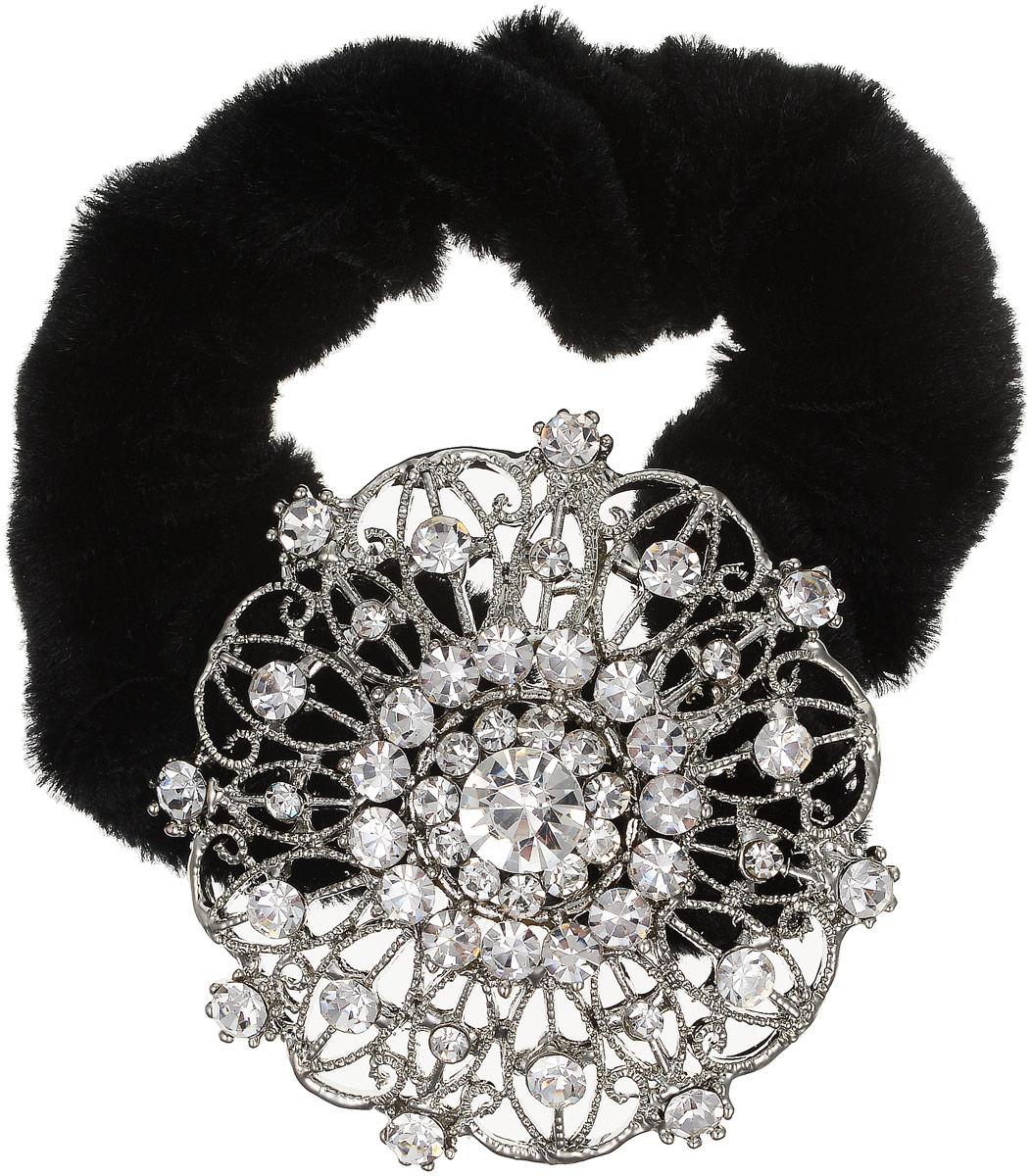 Резинка для волос Fashion House, цвет: черный, серебряный. FH33206FH33206Роскошная резинка для волос Fashion House подчеркнет красоту вашей прически. Изделие выполнено из мягкого бархата и дополнено крупным металлическим декоративным элементом, украшенным стразами. Такая стильная резинка для волос добавит шарма в повседневный образ и станет практичным аксессуаром, с помощью которого вы сможете создавать креативные прически разных типов и стилей.