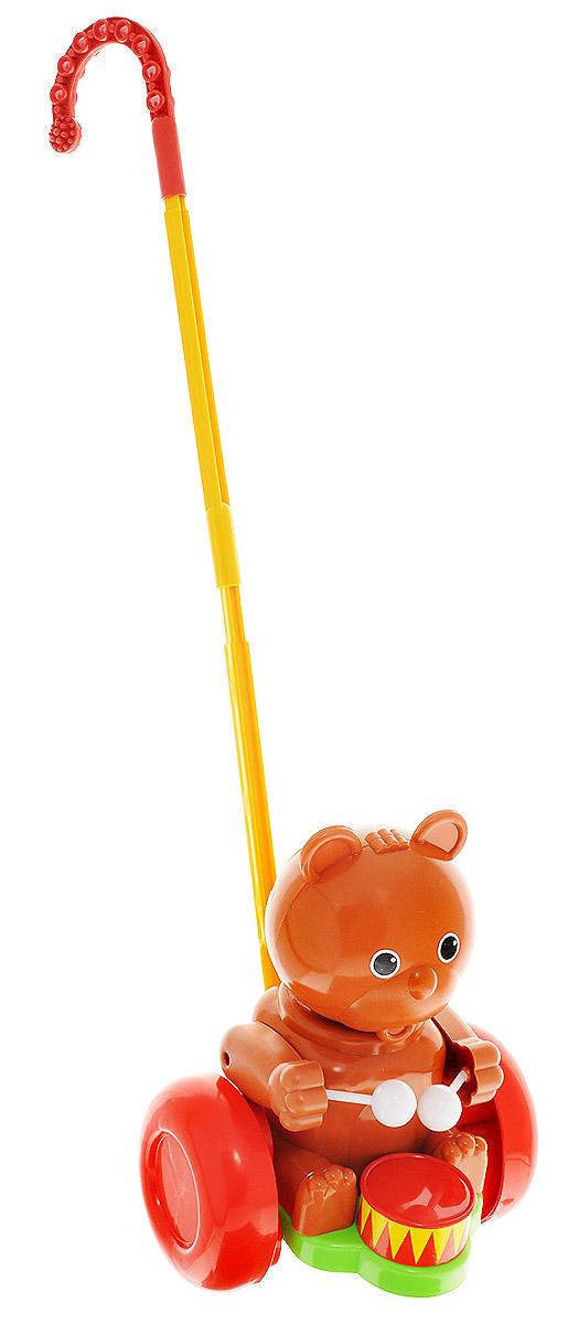Форма Каталка Мишка-барабанщикС-76-ФЗабавная игрушка-каталка Мишка-барабанщик станет любимой игрушкой вашего малыша. Каталка представляет собой мишку с барабаном, сидящего на пластиковом основании с колесами, к которому крепится ручка-держатель. При вращении колес мишка покачивает головой и стучит барабанными палочками по барабану. Игрушка развивает наглядно-действенное мышление, координацию движений, стимулирует двигательную активность. Для малышей, начинающих ходить, каталка - незаменимый помощник в этом нелегком деле. Порадуйте своего ребенка таким замечательным подарком!