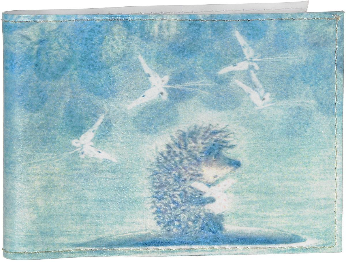 Обложка для студенческого билета Mitya Veselkov Ежик в тумане, цвет: голубой. STUDAK01STUDAK01Обложка для студенческого билета Mitya Veselkov Ежик в тумане выполнен из натуральной кожи и оформлен оригинальным принтом. На внутренней стороне расположено два пластиковых кармашка, которые зафиксируют ваш документ. Такая обложка не только сохранит внешний вид вашего студенческого билета, но и станет стильным аксессуаром.