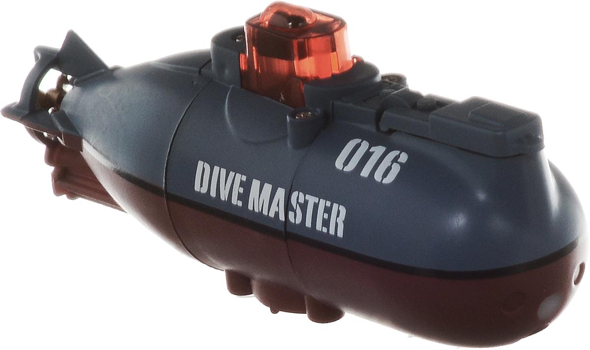 Pilotage Подводная лодка на радиоуправлении Mini Submarine RTR цвет серыйRC13688Подводная лодка на радиоуправлении Pilotage Mini Submarine RTR умеет всё, проста в использовании и управляется при помощи 3-канального передатчика. Подлодка может погружаться на глубину до 60 сантиметров и всплывать, идти вперед или задним ходом, поворачивать в любом направлении и даже крутиться на месте на 360 градусов. Плотно прижав водозащитную крышку, вы включаете электропитание субмарины. Рубка наполняется светом, и модель освещает свой путь красными прожекторами, похожими на глаза диковинного подводного животного. Одной зарядки аккумулятора подлодки хватает на 4 минут хода, причем аккумулятор модели заряжается от пульта за 25 минут, поэтому бороздить бездну аквариума можно хоть целый день. Практичная конструкция, простота в управлении, надежность - все эти качества позволяет получить массу удовольствия, запуская модель в ванной или в аквариуме и даже в небольшом чистом водоеме. Погружайтесь, оставайтесь на поверхности, маневрируйте, а если есть...