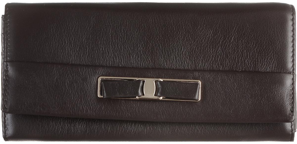 Кошелек женский Janes Story, цвет: темно-коричневый. PJ53-035-3-09PJ53-035-3-09Кошелек Janes Story выполнен из натуральной кожи зернистой текстуры и оформлен декоративным бантиком. На тыльной стороне расположен вместительный карман для мелочи на застежке-молнии. Изделие закрывается клапаном на кнопку. Внутри расположено шесть вместительных отделений для купюр, два из которых на молниях. Также внутри находится карман для мелких бумаг, карман на молнии для мелочи и пять вертикальных карманов для визитных и дисконтных карт, один из которых с прозрачным окошком. Изделие упаковано в фирменную коробку.