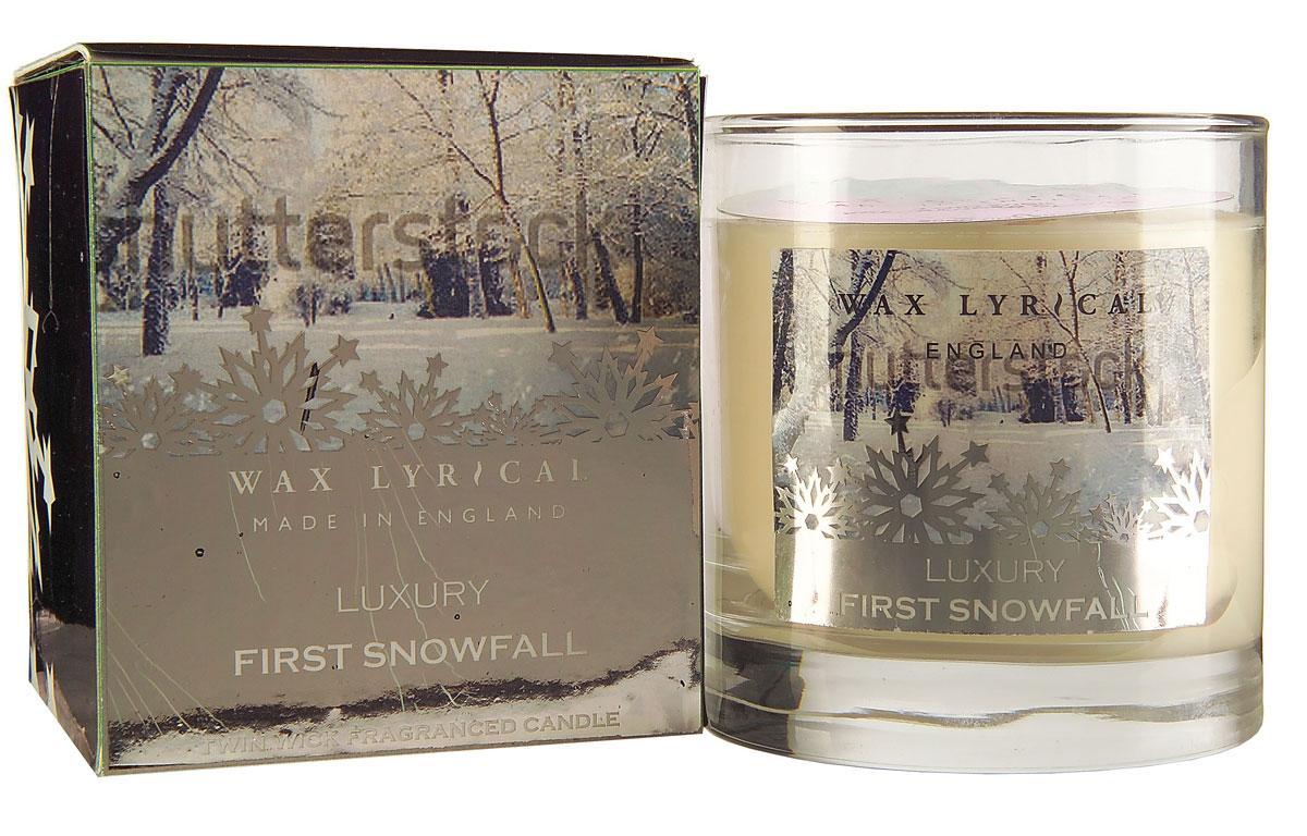 Свеча ароматизированная Wax Lyrical Первый снег, 1105 гAIS050Свежий, спокойный аромат, сочетающий в себе инжирные, цитрусовые и морские ноты, а также состоящий из цветочного микса лилии и жасмина.