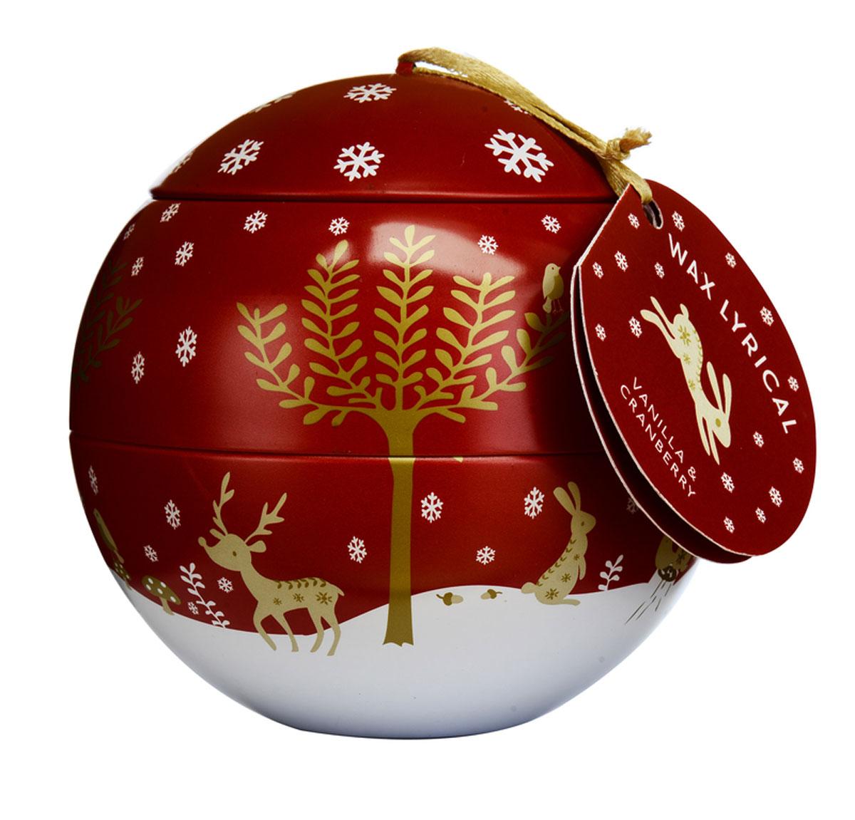 Свеча ароматизированная Wax Lyrical Зимняя ягода, 430 гCHR2018Сладкая ягода, собранная в зимнем лесу. Она сохраняет в себе свои магические свойства и наполняет дом невероятно любимым праздничным ароматом с глубокой ванильной основой.