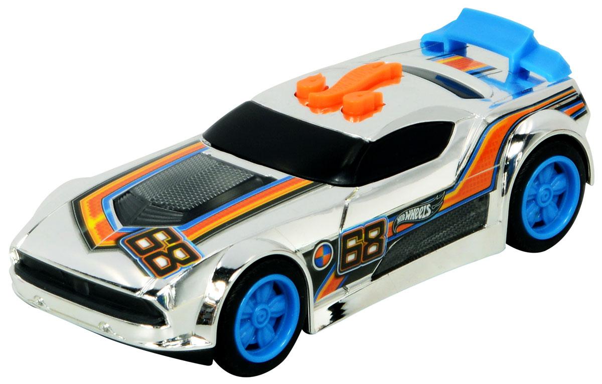 Hot Wheels Машинка Fast FishHW90602Яркая и стильная скоростная машинка со звуковыми и световыми эффектами из серии Edge Glow Cruisers порадует самого взыскательного любителя игрушечных гоночных авто. Она оснащена потрясающе реалистичными звуками рычащего мотора и свиста колес и элементами корпуса, святящимися неоновым светом! Машинка Hot Wheels Fast Fish выполнена в серебристом цвете, украшена номером участника гонки, на крыше багажника установлен небольшой ярко-голубой спойлер. Диски колес также ярко-голубые. Машинка изготовлена из высококачественного пластика. Игрушка имеет как игровую, так и коллекционную ценность. Рекомендуется докупить 3 батарейки напряжением 1,5V типа LR44/AG13 (товар комплектуется демонстрационными).