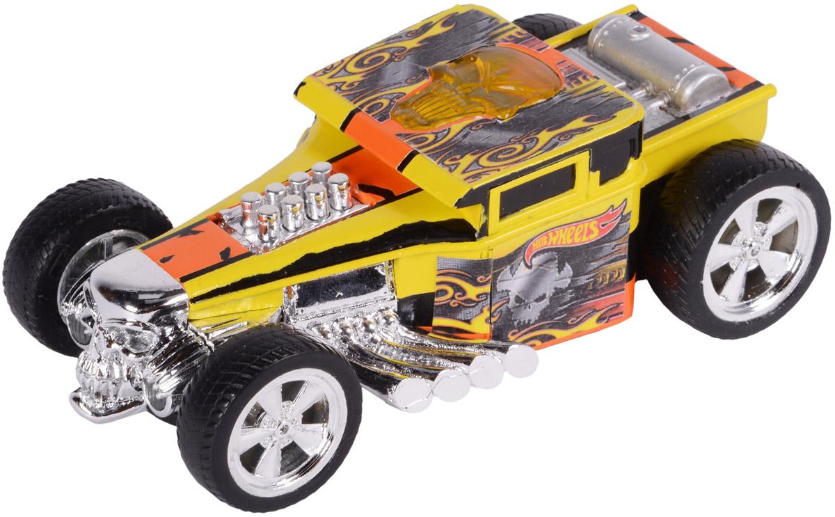 Hot Wheels Машинка инерционная Bone ShakerHW90564Небольшая, яркая, стильная гоночная машинка Hot Wheels Bone Shaker - отличный вариант приятного подарка для мальчика. Freeway Flyer - это новая серия механических машинок Hot Wheels со световыми эффектами, работающих от батареек. Машинка оснащена инерционным механизмом. Корпус машинки Hot Wheels Bone Shaker выполнен в яркой цветовой гамме, украшен стильными яркими принтами и светящимся при движении черепом на крыше автомобиля. Броский дизайн эффектно дополняют блестящие хромированные детали. Машинка изготовлена из пластика. Для того, чтобы запустить машинку в движение, необходимо потянуть ее назад и отпустить. Игрушка имеет как игровую, так и коллекционную ценность. Рекомендуется докупить 2 батарейки напряжением 1,5V типа LR44/AG13 (товар комплектуется демонстрационными).