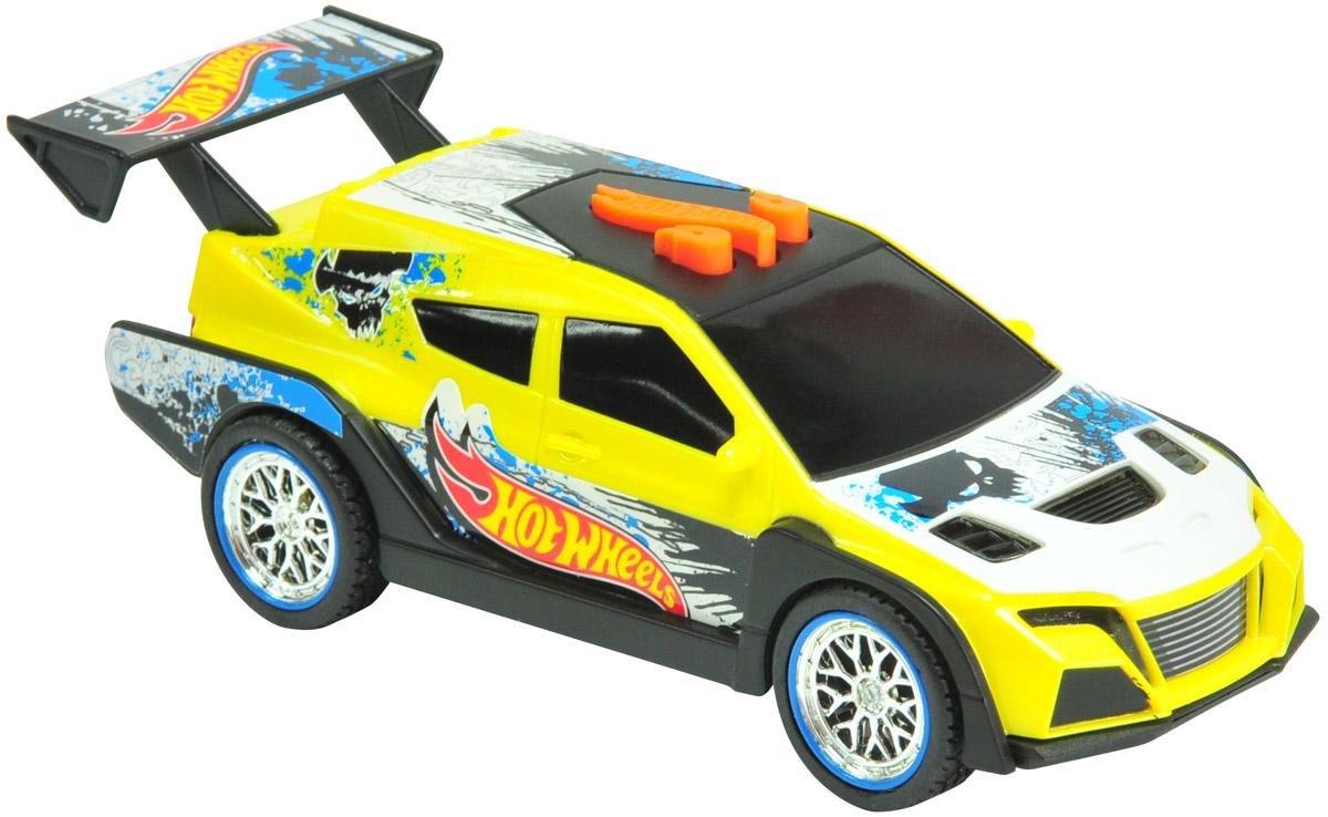 Hot Wheels Машинка Loop CarHW90552Стильная и яркая машинка Hot Wheels Loop Car с электроприводом из серии Pedal Masher - превосходный выбор подарка для каждого юного поклонника игрушечных автомобилей, а особенно высокоскоростных гоночных авто. Корпус машины выполнен в оригинальной цветовой гамме, эффектный дизайн великолепно дополняют блестящие хромированные диски колес и яркие принты. Машинка является электромеханической - работает от батареек, запускается в движение электроприводом, встроенным в модель, при помощи кнопки, расположенной в верхней части корпуса. Модель оснащена звуковыми и световыми эффектами. Имеет как игровую, так и коллекционную ценность. Не предназначена для гонок по автотрекам Hot Wheels. Рекомендуется докупить 3 батарейки напряжением 1,5V типа AAA (товар комплектуется демонстрационными).