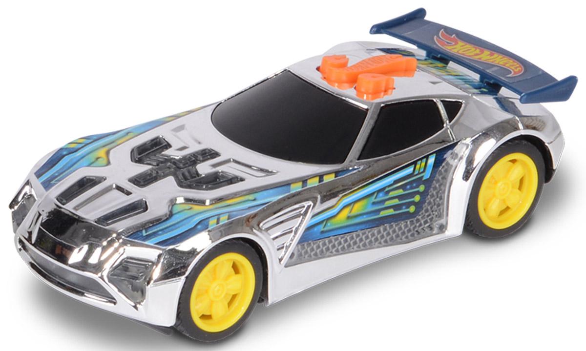 Hot Wheels Машинка Nerve HammerHW90601Машинка Hot Wheels Nerve Hammer со звуковыми и световыми эффектами из серии Edge Glow Cruiser порадует самого взыскательного любителя игрушечных гоночных авто. Она оснащена потрясающе реалистичными звуками рычащего мотора, свиста колес и элементами корпуса со световыми эффектами. Модель Nerve Hammer выполнена в оригинальной цветовой гамме, на крышке багажника установлен большой синий спойлер. Диски колес - ярко-желтые. Игрушка имеет как игровую, так и коллекционную ценность. Машинки серии Edge Glow Cruiser не оснащены электроприводом и инерционным механизмом. Рекомендуется докупить 3 батарейки напряжением 1,5V типа LR44 (товар комплектуется демонстрационными).