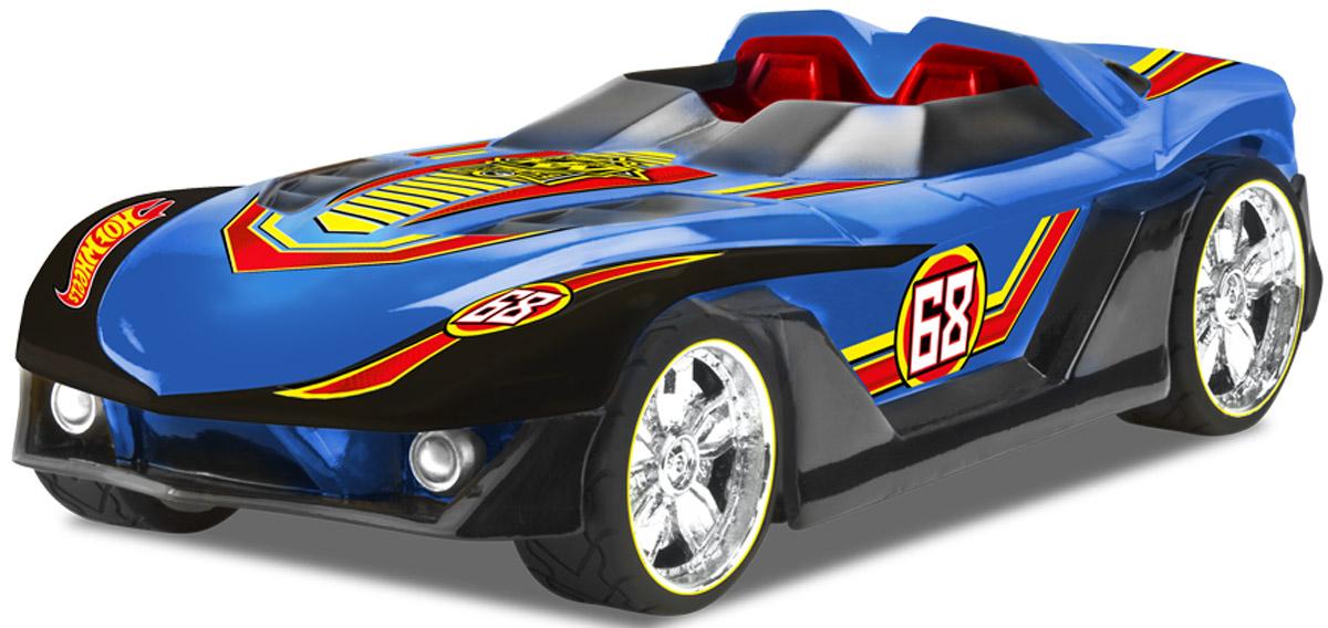 Hot Wheels Машинка Yur So FastHW90531Машинка Hot Wheels Yur So Fast, меняющая цвет при движении на высокой скорости - отличный подарок для каждого юного поклонника гоночных авто! Автомобиль выполнен в синем цвете, при движении изменяющемся на зеленый. Машинка является электромеханической - работает от батареек, запускается в движение при помощи кнопки, расположенной в верхней части корпуса, оснащена звуковыми и световыми эффектами. Рекомендуется докупить 3 батарейки напряжением 1,5V типа АА/LR6 (товар комплектуется демонстрационными).