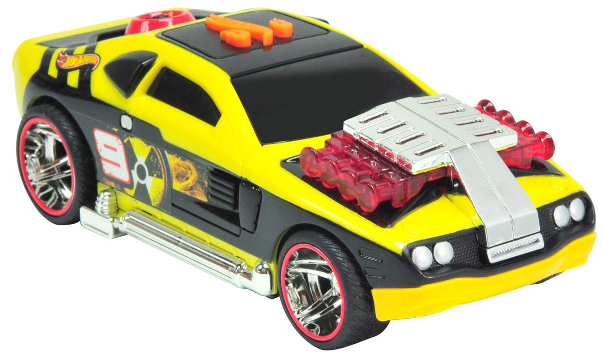 Hot Wheels Машинка Flash Drifter HollowbackHW90501Машинка Hot Wheels Flash Drifter. Hollowback выглядит очень ярко и эффектно благодаря своему оригинальному дизайну. Насыщенный желтый цвет гармонично сочетается с черным и красным, а декоративные наклейки на кузове машины напоминают о том, что перед нами - гоночный автомобиль. Электромеханическая машинка - отличный подарок для каждого мальчишки! Нажмите на кнопку, расположенную на кузове автомобиля, и он заведется: замигают лампочки, вы услышите звук работающего мотора и лязг шин, затем машина стремительно рванет вперед и после непродолжительного заезда на большой скорости остановится, совершив эффектный разворот! Рекомендуется докупить 3 батарейки напряжением 1,5V типа ААА/LR03 (товар комплектуется демонстрационными).